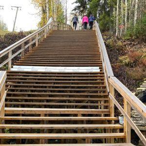 kävelijöitä Kuopion Tahkovuorella syyslomaviikolla 2020