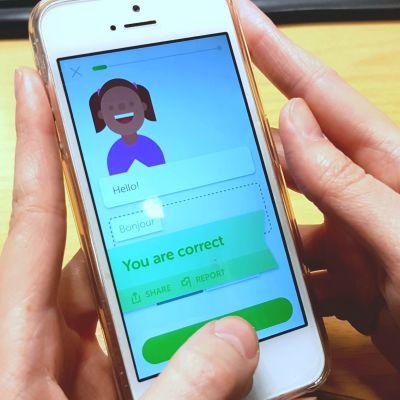 Duolingo on kielten opiskeluun tarkoitettu ilmainen oppimissovellus. Käyttäjä voi vertailla edistymistään ja kilpailla tuloksissa kavereidensa kanssa.