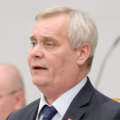 Socialdemokraternas ledare Antti Rinne i riksdagen