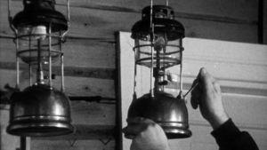Kaasulamppuja sytytetään