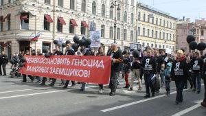 """Allryska föreningen för valutalåntagare har dragit ut på gatan i S:t Petersburg för att kräva ett slut på """"folkmordet på valutalåntagare""""."""