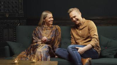 Janne Grönroos och Sonja Kailassaari i Efter Nio.