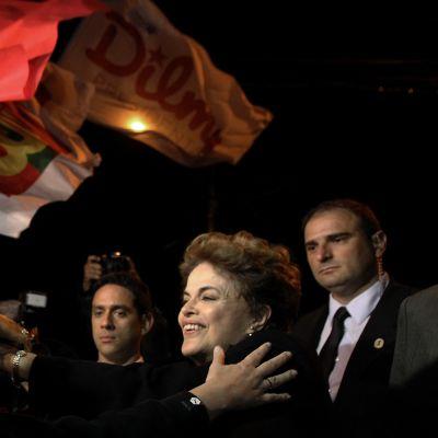 Brasilian erotettu presidentti Dilma Rousseff tapasi kannattajiaan Porto Allegressa tiistaina.