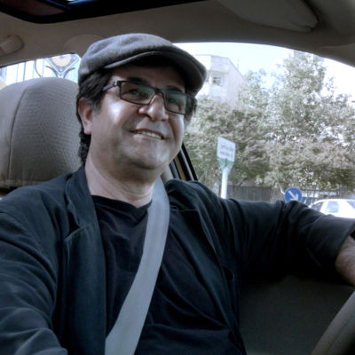 Guldbjörnvinnare i Berlin; Jafar Panahi som taxichaufför i sin egen film om Iran.