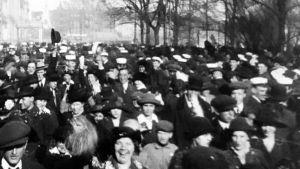 Helsingin vappu 1900-luvun alussa.