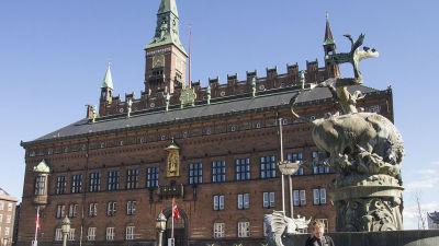 rådhuset utsattes för bombhot