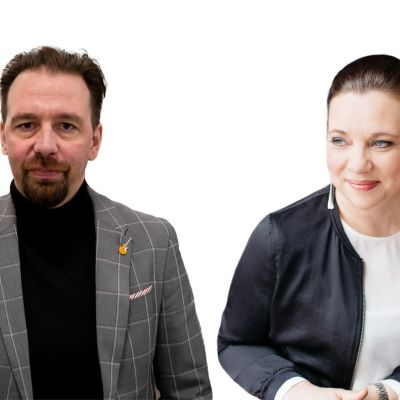 JyrI Kataja-Rahkon ja Jonna Fermin syvätty yhteispotretti. Kataja-Rahko katsoo suoraan kameraan, Ferm hieman omalle oikealleen.