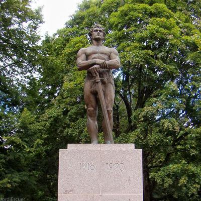 Kalevipoeg-patsas Tartossa