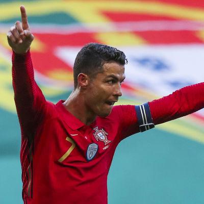 Cristiano Ronaldo i Portugal firar mål.