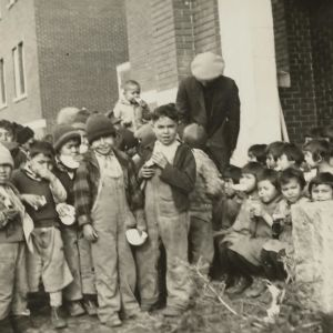Barn på internatskolan Kamloops Indian Residential School i Kanada