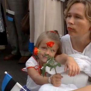 Virolaiset hartaissa tunnelmissa itsenäisyyden tunnustamisen jälkeen 1991