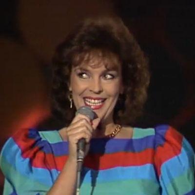 Paula Koivuniemi esiintyy 1983
