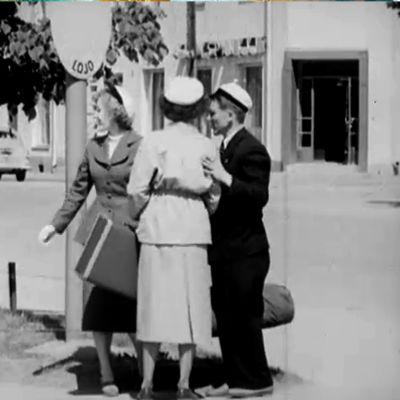 Kolme nuorta ylioppilasta Lohjalla (1952).