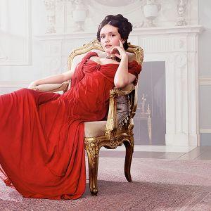 Uusi draamasarja Turhuuden turuilla on sähäkkä tulkinta 1800-luvun Britanniaan sijoittuvasta klassikkoromaanista.