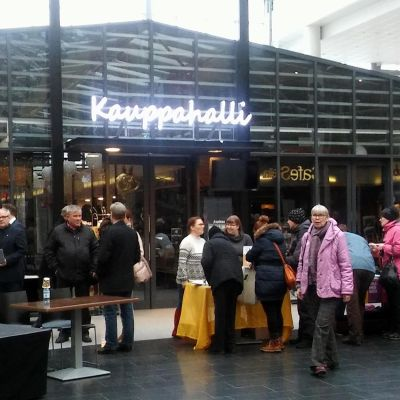 Oskari Valtolan vetämä yleisötilaisuus sairaalan puolesta keräsi satamäärin ihmisiä mikkeliläiseen kauppakeskukseen.