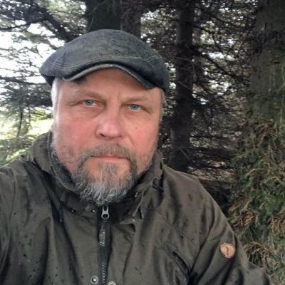 Juho Liikanen jagade bort en björn med svordomar och kvast