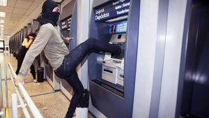 Frustrerad brasilianare sparkar automat