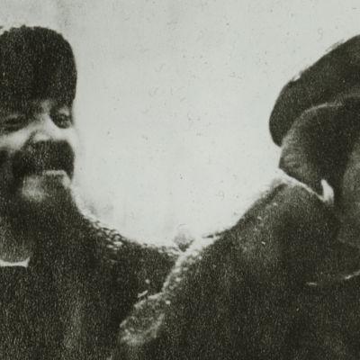 Kahden kommunistijohtajan, Stalinin ja Trotskin, kaksintaistelu oli kahden henkilön ja kahden vision välinen ideologinen ja poliittinen valtataistelu kuolemaan saakka.