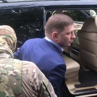 Turvallisuuspalvelu FSB pidättämässä Setgei  Furgalia