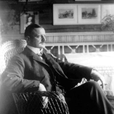 Jean Sibelius i salen på Ainola