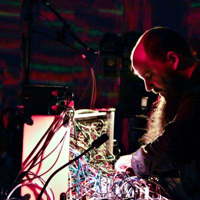 Keith Fullerton Whitman dokumenttielokuvassa I Dream of Wires.