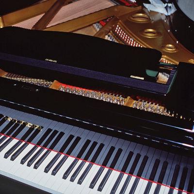 Klaviatur på flygel