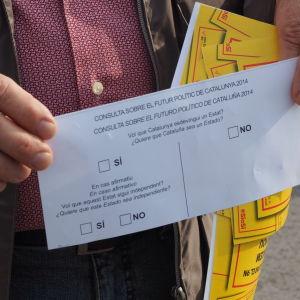 Valsedel. Vill du att Katalonien ska bli en stat? Ska staten i så fall bli självständig?