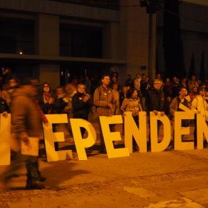 Nattliga demonstrationer för självständighet.