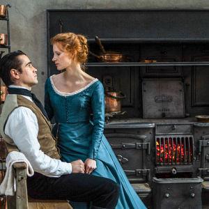 Klassikkonäytelmään pohjautuvat elokuvan päärooleissa loistavat Jessica Chastain ja Colin Farrell.