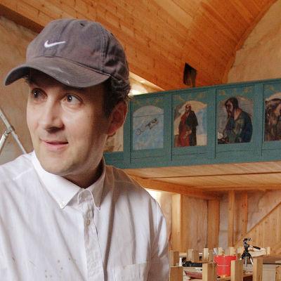 Taiteilijat Kuutti Lavonen ja Osmo Rauhala tekivät Tyrvään Pyhän Olavin kirkkoon 101 maalausta.