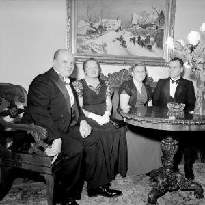 Gäster på presidentens mottagning i slottet kring 1950.