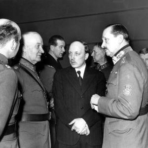Generalerna A. E. Heinrichs och Rudolf Walden med Risto Ryti och marskalk Mannerheim 1940.
