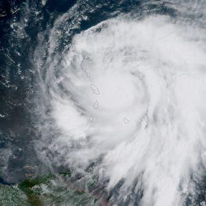 Orkanen Maria har uppgraderats till en femma, den högsta kategorin på orkanskalan