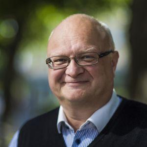 Foto på Håkan Ekström fotat utomhus