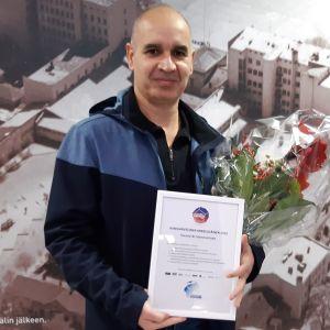 Hamid Al-Sammarraee Kansainvälinen mikkeliläinen -tunnustuksen jakotilaisuudessa.