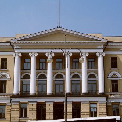 Helsingfors universitets huvudbyggnad vid Senatstorget