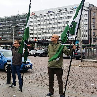 Vastarintaliikkeen mielenilmaus Helsingin Asema-aukiolla 10. syyskuuta.