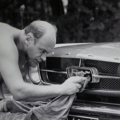 Spede kiillottaa Ford Mustangia