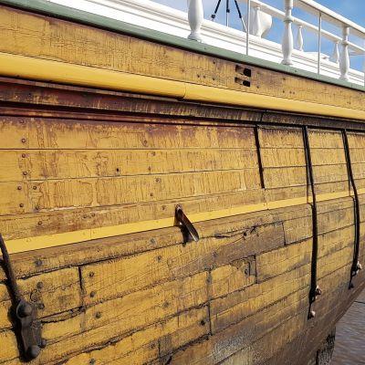 Museolaiva Sigyn lähdössä telakalle 8.5.2018.