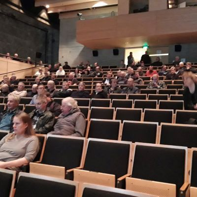 Yleisötilaisuus Keliberin suunnitelmista keräsi ison joukon kiinnostuneita Kaustiselle 6.11.2018.