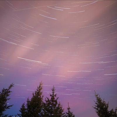 meteoriitteja taivaalla