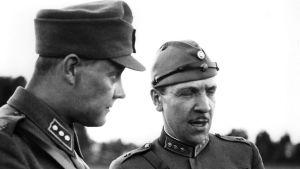 Redaktören Martti Jukola intervjuar Reino Palmroth år 1940