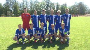 Finlands U16-landslag. Lagkaptenen Tobias Fagerström i nedre raden längst till höger.