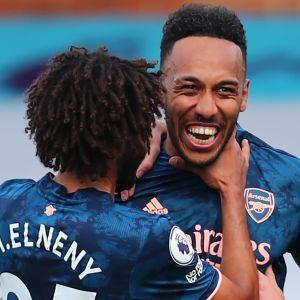 Pierre-Emerick Aubameyang firar mål.