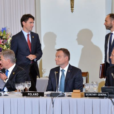 Sauli Niinistö osallistui NATO:n huippukokoukseen Varsovassa 2016.