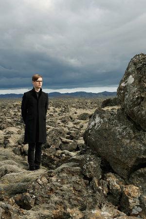 islantilainen pianisti Vikingur Olafsson kuvattuna Islannissa