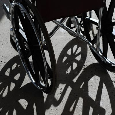 pyörätuolin varjo