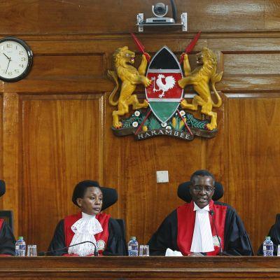 Kuvassa on kenialaisia tuomareita.