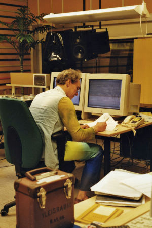 Juha Siltanen M-studioiden kokeilustudiossa.