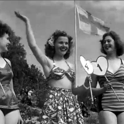 Hiekkarantojen kuningatar 19-vuotias Irja Heikkilä Helsingistä, sekä perinteprinsessat Irma Hämäläinen ja Helvi Mäkinen Yyterissä 1951.